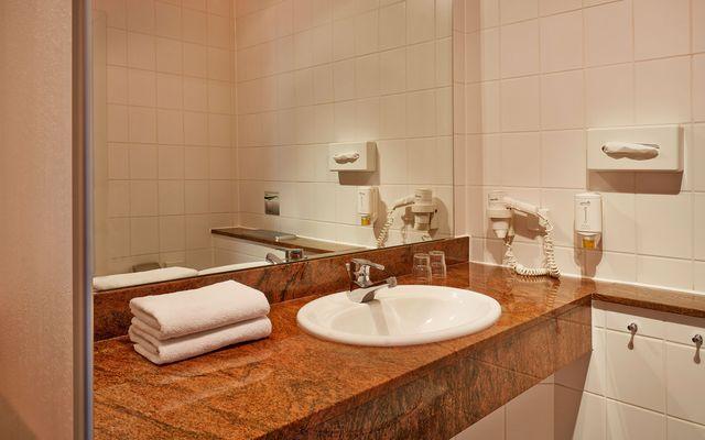 ahorn-panorama-hotel-oberhof-badezimmer-dusche