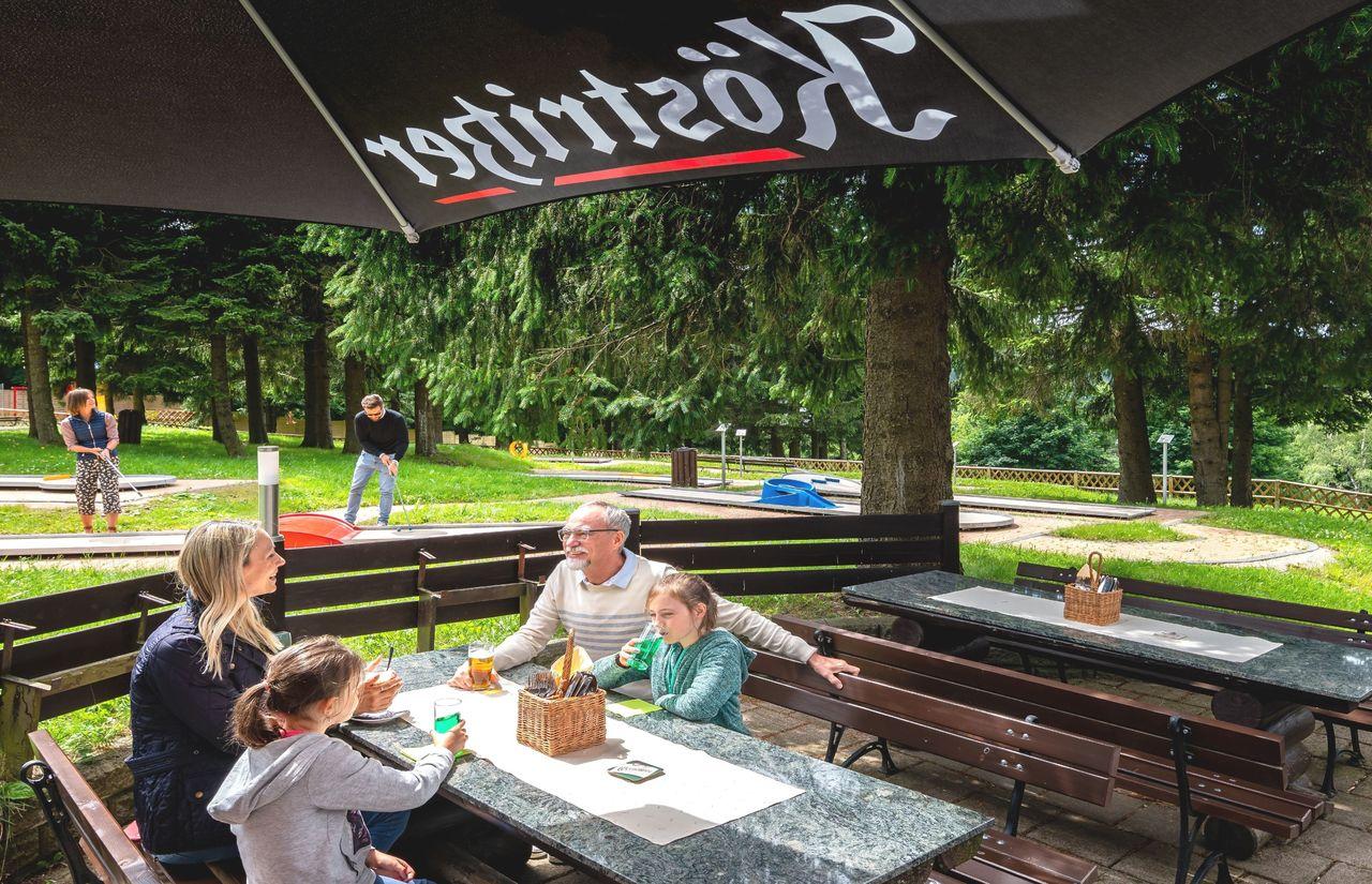 AHORN Panorama Hotel Oberhof - Biergarten-Familie