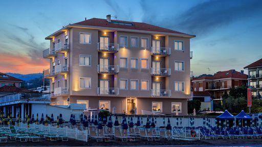 Entspannung pur direkt am Meer! Familienerlebnis für Groß und Klein im Familotel La Baia in Ligurien