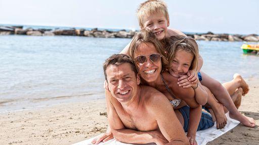Der Privatstrand in Ligurien im Familotel La Baia mach Ihren Urlaub einmalig.