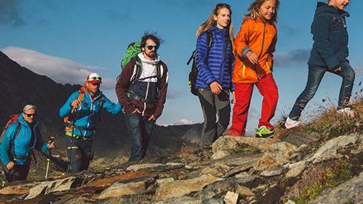 Bella Vista ist umgeben von saftigen Wiesen und grünen Wäldern, mit einem tollen Blick auf die höchsten Berge Südtirols.