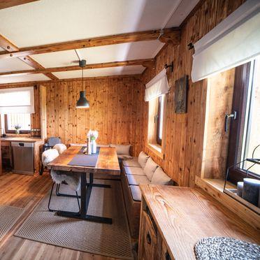 Küche mit Essecke, Almhaus Herzstück in Preitenegg, Lavanttal, Kärnten, Österreich