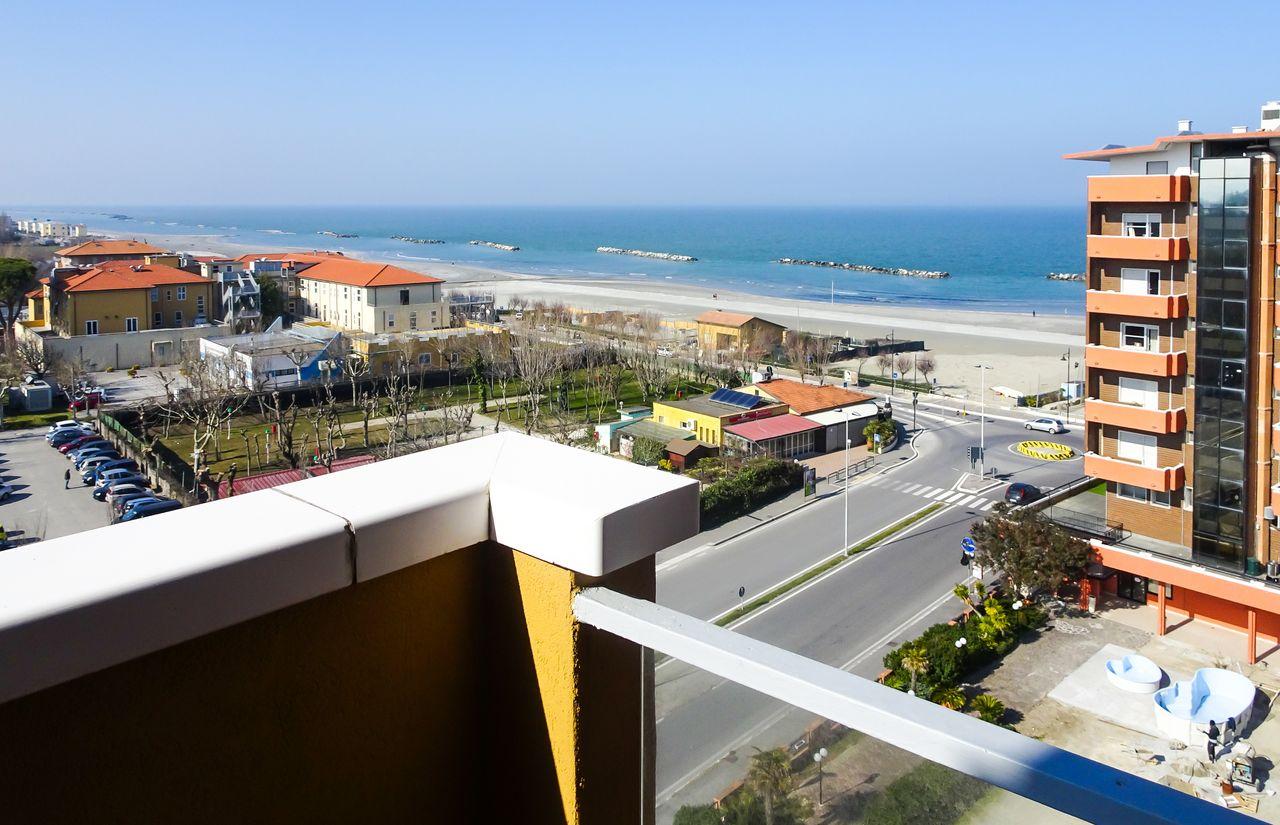 Hotelzimmer mit Balkon und Meerblick