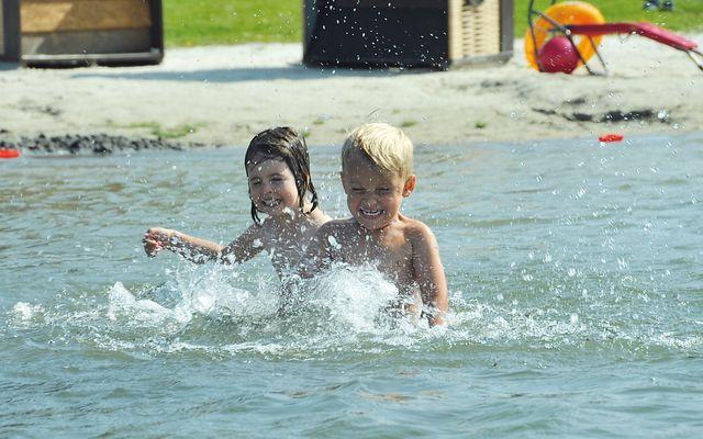 Freizeit, Kinder im Wasser - Familienurlaub an der Nordseeküste