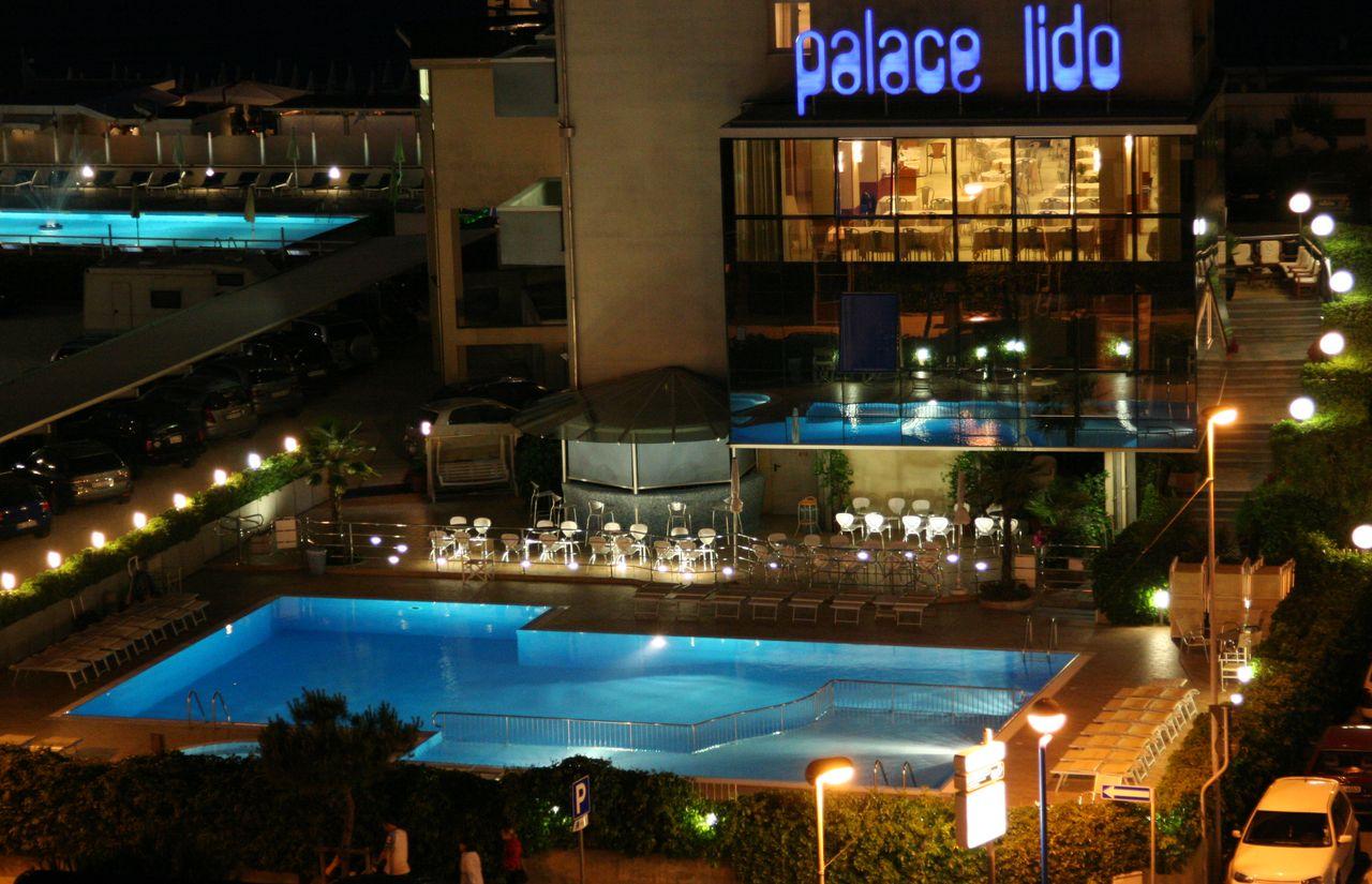 Das Color Palace Lido am Abend