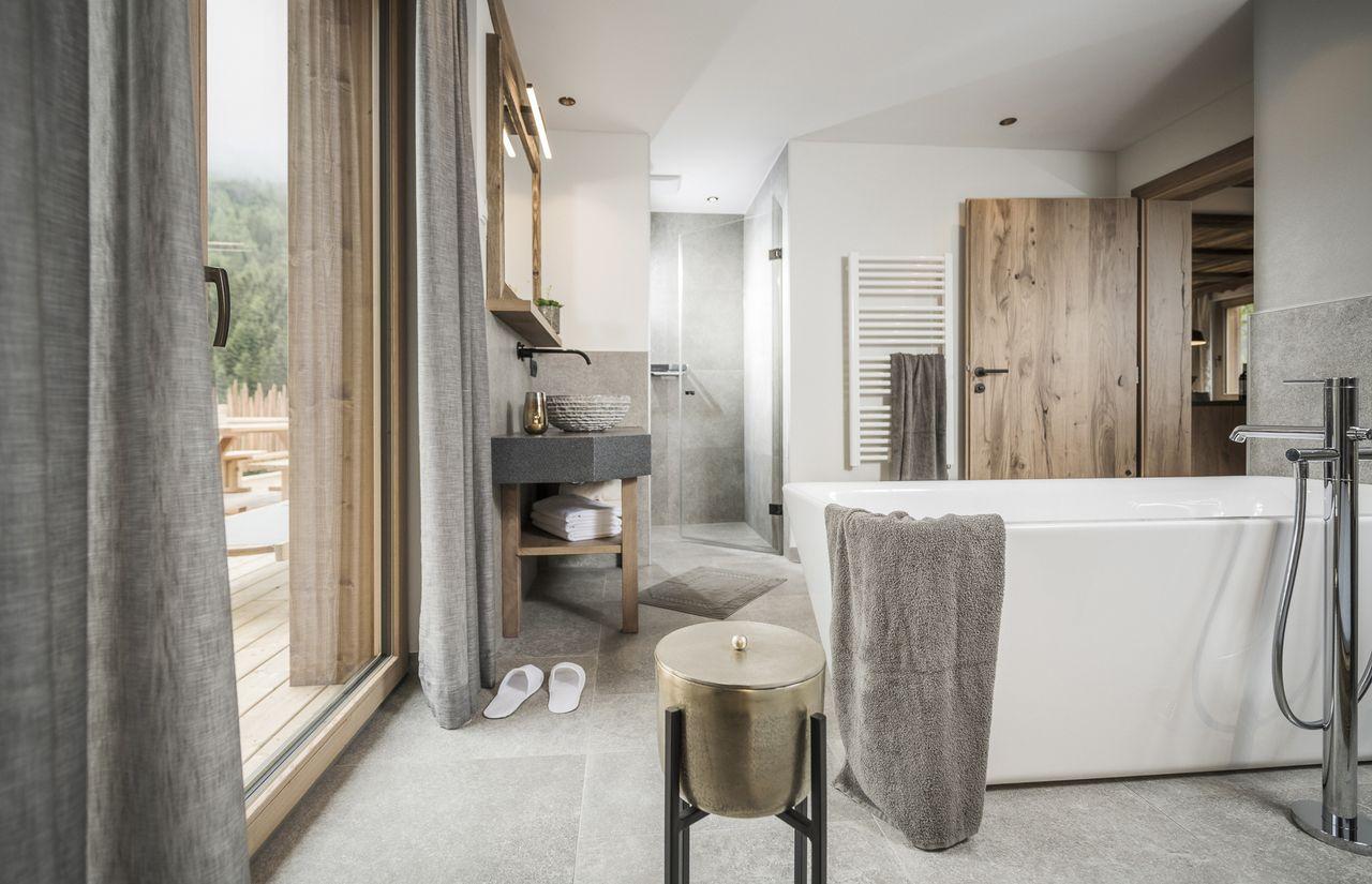 Private Spa mit freistehender Badewanne
