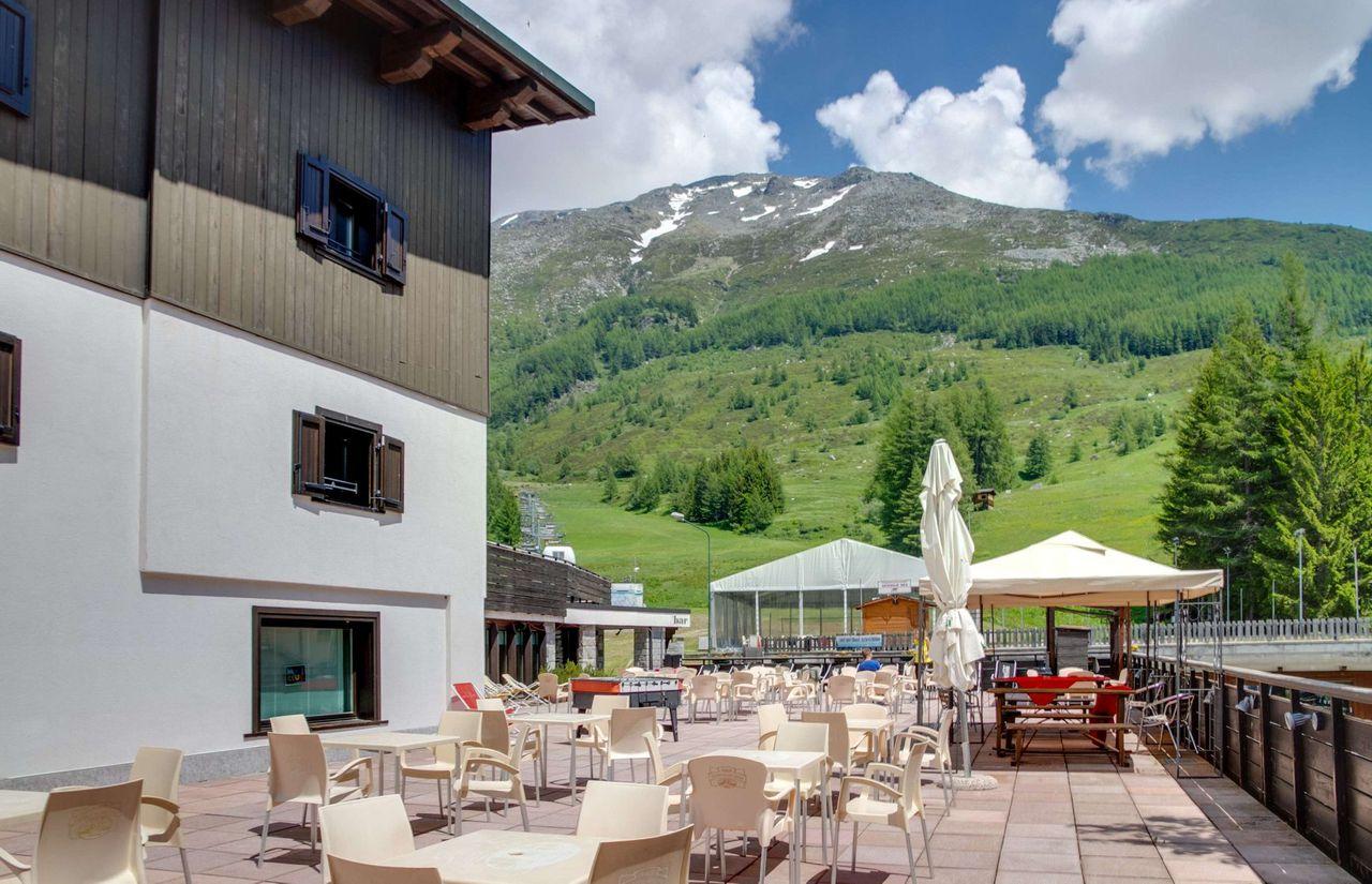 Große Terrasse zum Sonnen und Entspannen