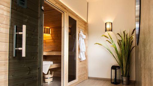 In der Verwöhn-Ecke erwarten dich zwei Saunen: eine Finnische Sauna und eine Bio-Sauna.
