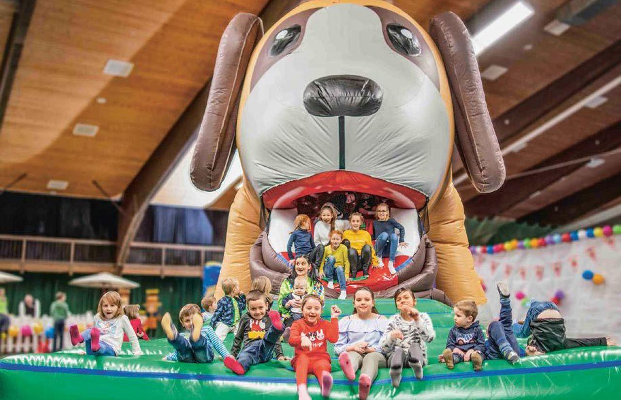 Gummirutsche Hund - Kinder ab 7 Jahren dürfen die Spielewelt alleine entdecken