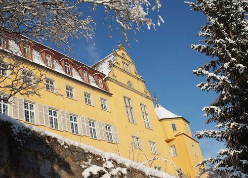 Biohotel Schloss Kirchberg: Außenansicht Winter - Biohotel Schloss Kirchberg, Kirchberg an der Jagst, Baden-Württemberg, Deutschland