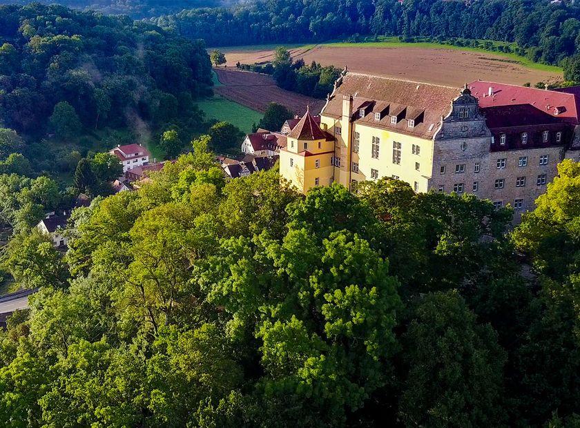 Biohotel Schloss Kirchberg: Gelände von oben - Biohotel Schloss Kirchberg, Kirchberg an der Jagst, Baden-Württemberg, Deutschland