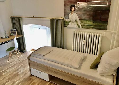 Einzelzimmer Komfort mit Bad (1/1) - Biohotel Schloss Kirchberg