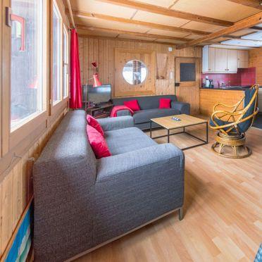 Inside Summer 3, Ferienchalet de la Vue des Alpes im Jura, La Vue-des-Alpes, Jura, Jura, Switzerland
