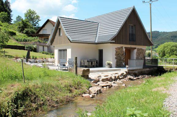 Außen Sommer 1 - Hauptbild, Chalet am Bächle, Hofstetten, Schwarzwald, Baden-Württemberg, Deutschland