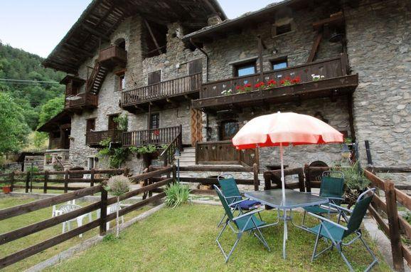 Outside Summer 1 - Main Image, Maison Meynet, Sarre, Aostatal, , Italy
